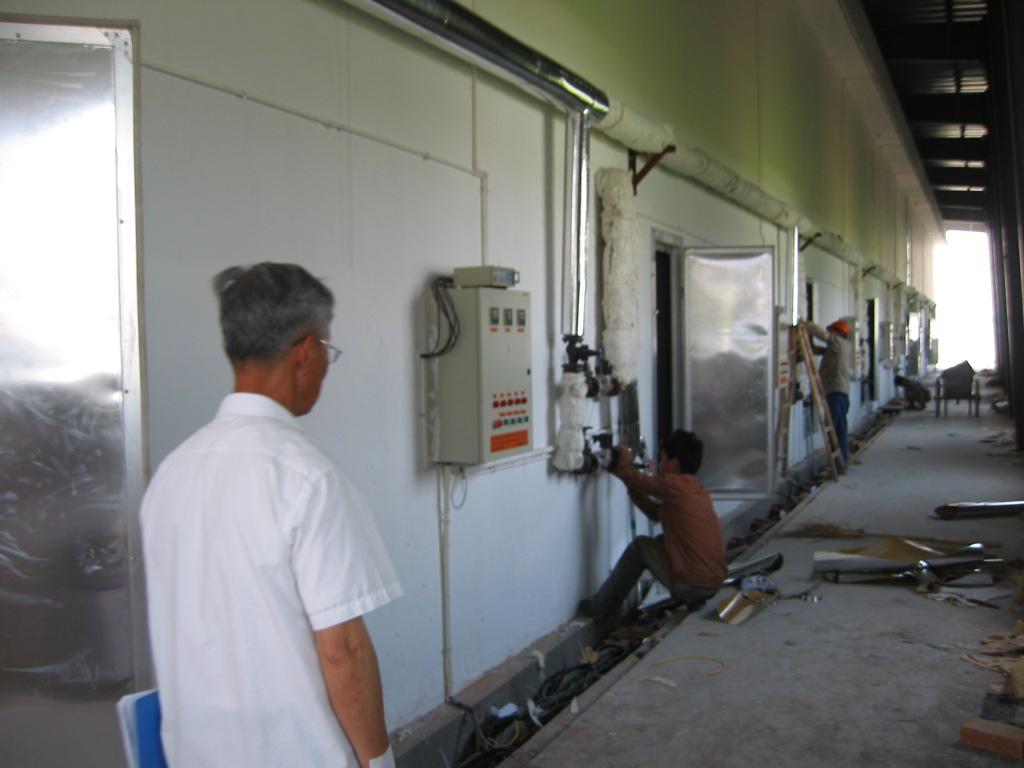 浙江太克木材科技有限公司是由浙江林学院木材工程技术研究所的专家投资组建的科技型企业,公司和研究所有着极其紧密的合作关系。公司和研究所现有中国工程院院士1名、教授10名、副教授和高级工程师20名,拥有先进的检测和试验仪器设备,主要从事木工机械设备、木制品、木工胶粘剂和木材加工技术的研究、开发和销售,曾多次获浙江省政府科技进步奖。公司非常热衷于慈善事业,在林业院校设有太克奖学金